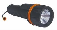 Linterna impermeable - Cuerpo de Caucho - Linterna impermeable..   Fabricada en aluminio recubierto de caucho negro..   Longitud: 215mm. Diámetro foco: 67mm..   Baterías no incluidas.