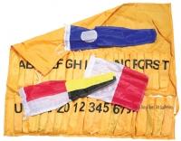 Juego de Banderas del Codigo internacional de señales (CIS) con funda - Consta de veintiséis banderas alfabéticas diez gallardetes numéricos y tres gallardetes repetidores.