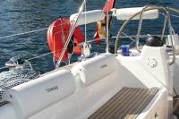 Respaldo acolchado para bañera - - Se adapta a cualquier embarcación, colocándose sobre el respaldo de la bañera..   - Se fija al gelcoat con 3 ventosas..   - Imitación piel, color blanco. .   - Medidas:19 x 55 x 7 cm.   - Servido por unidad