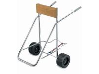 Soporte portamotor con ruedas - Fabricado en acero galvanizado, con tabla de madera y dos ruedas en plástico para arena..   Provisto de soporte con fijación para llevar un depósito..   Peso máximo admitido: 45 kg