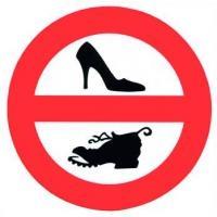 Pegatina PVC Prohibido Calzar Zapatos - Adhesivo prohibido calzar zapatos a bordo..   Diámetro 135 mm..