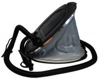 Bomba de pie SeaPump 5 Litros - Esta bomba de inflado incluye una manguera de aire flexable con 3 boquillas de interconexión para adaptarse a pequeñas, medianas y grandes válvulas de inflado.