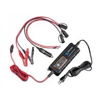 Cargador de baterias Victron para automocion IP65 de 12V/4A - 12V/0,8A con conector CC. - Dependiendo de la aplicación, el cargador puede conectarse con pinzas, terminales de ojal o encendedor de cigarrillos (cualquiera de ellos)..   Cargador para baterías de 12 V con dos opciones de corriente de carga:.    Cargador IP65 12 V/4 A – 12 V/0,8 A