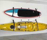 Soporte Railblaza de pared para Kayak - El Starport de pared va a liberar espacio en su garaje, cobertizo o patio ya que permite colocar su kayak en la pared. Puedes poner dos starport fuera para poder colgarlo y limpiar y luego meterlo dentro del garaje para que esté protegido.
