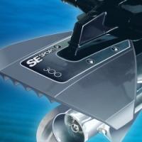 Estabilizador SE Sport 200, para Motor Fueraborda de 8 a 40 CV - La aleta estabilizadora SE Sport presenta un innovador diseño hidrodinámico que mejora notablemente el rendimiento global de la embarcación durante la navegación.