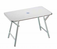 Mesa de abordo plegable 110 x 60 x 70 cm - Mesa de abordo rectangular plegable.   Estructura de aluminio anodizado y tablero de melamina blanca decorada con motivos náuticos..   Altura: 70 cm. Tablero: 110 x 60 cm.