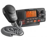 Emisora VHF Fija Cobra MR F57B con DSC - La emisora MR F57B es una potente radio VHF con pantalla LCD de gran tamaño,  puede seleccionar 1 o salida de 25 vatios es perfecto para corto alcance o la comunicación a larga distancia.
