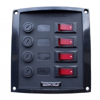 Panel Electrico Nylon 4 interruptores Seaworld - Placa de nylon color negro, con cuatro interruptores..   Medidas: 127 x 114 mm..   Incluye etiquetas de identificación.