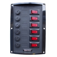 Panel Electrico Nylon 6 interruptores Seaworld - Placa de nylon color negro, con seis interruptores..   Medidas: 165 x 114 mm..   Incluye etiquetas de identificación.