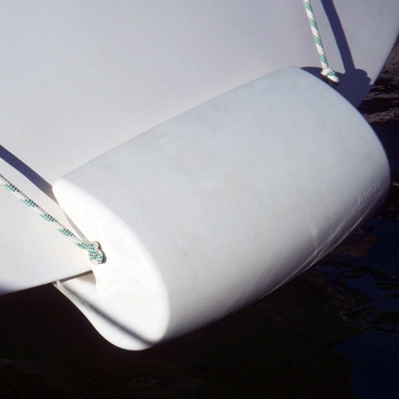 Defensa de Popa para Veleros Ocean MATCH 60 - Defensas de popa para veleros, fabricada en poliuretano de color blanco o azul. Para popas de 60 a 75°°
